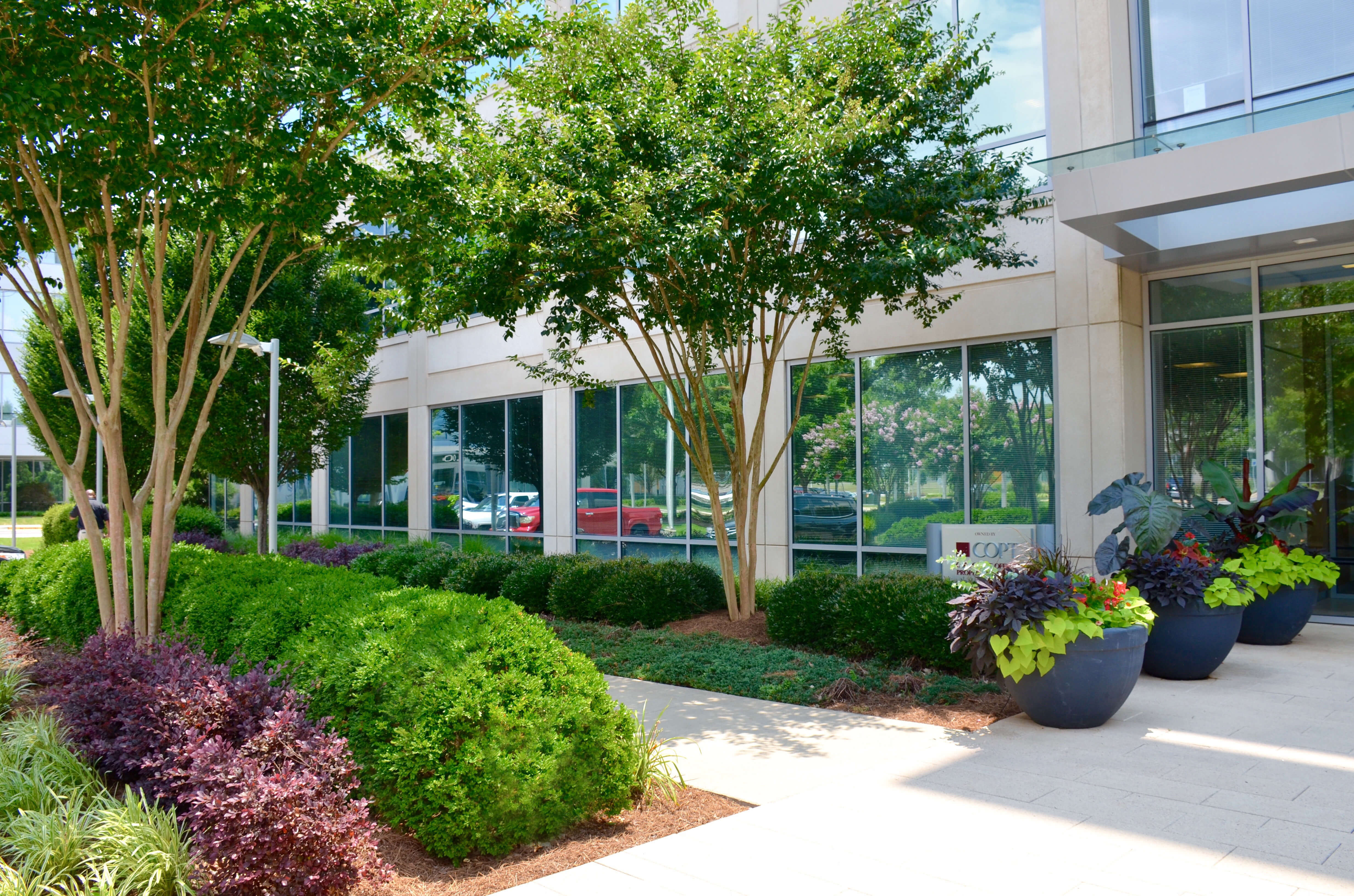 4 Ways Landscaping Can Affect Your Business—For Better or Worse