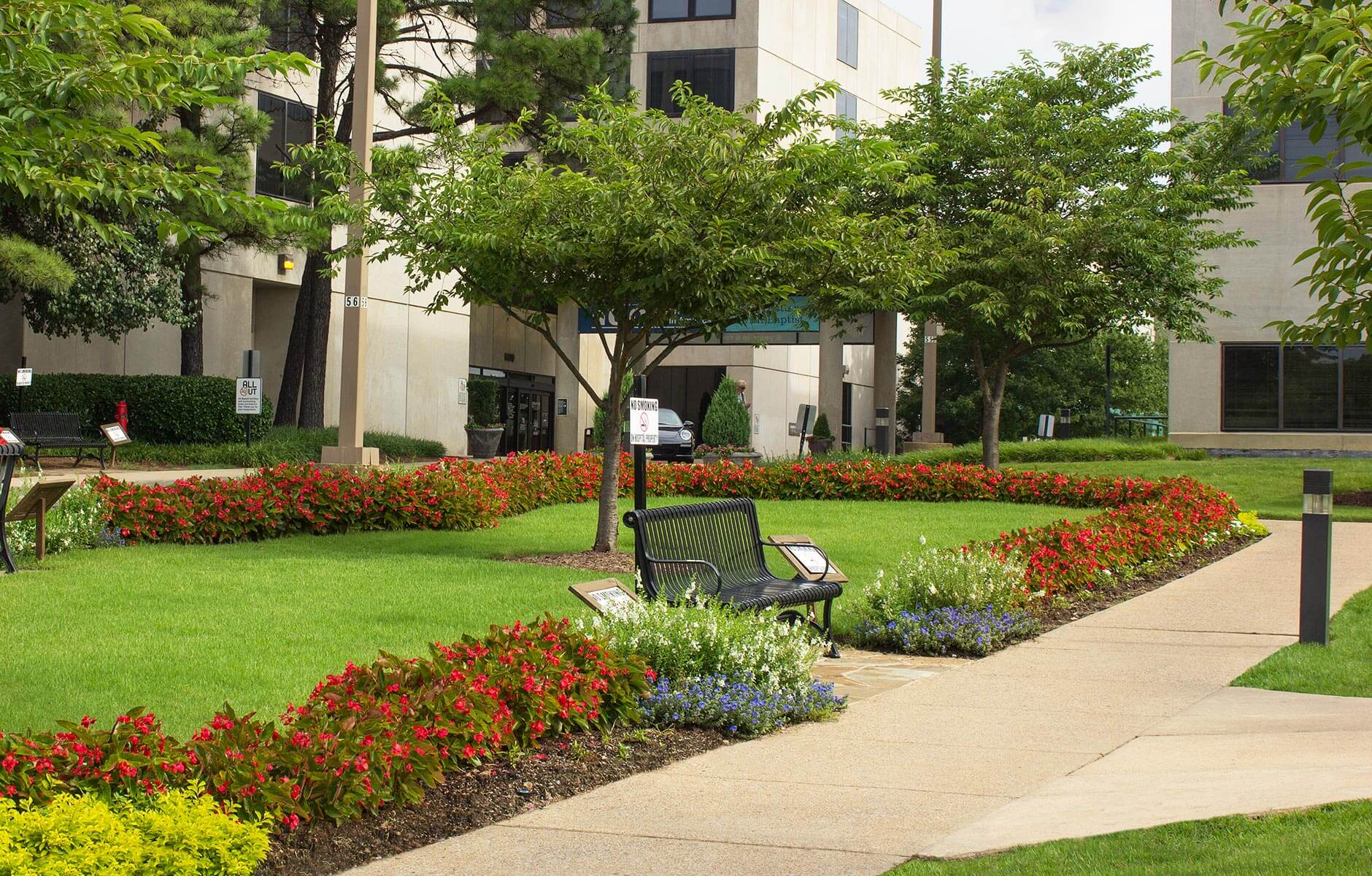 Colorful courtyard at healthcare property in Memphis, Tennessee